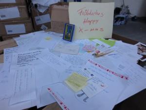 Sooo viele Briefe haben wir bekommen. Die passen gar nicht alle ins Bild
